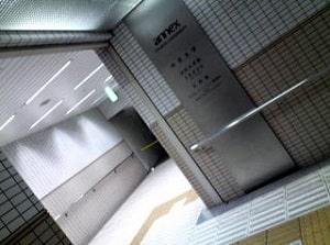 道順/エレベーターへの通路